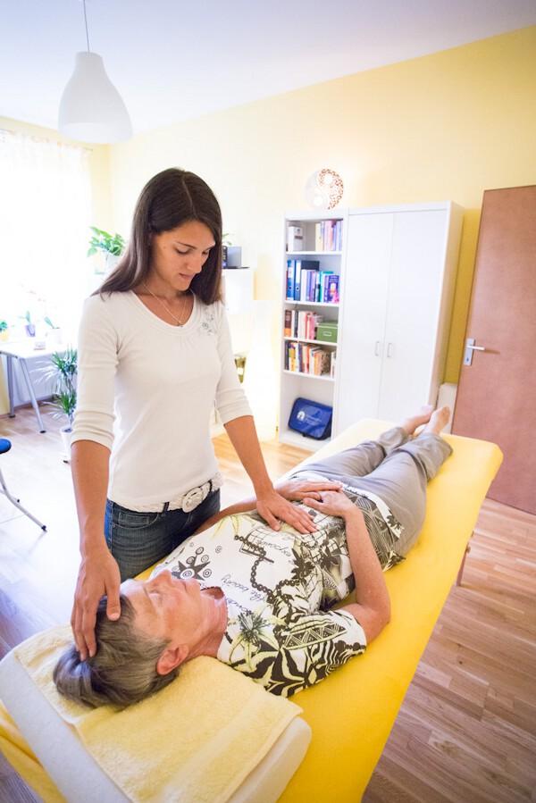 BodyTalk-Balance mit einer Klientin