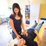 Das Tippen auf dem Brustbein signalisiert dem Herzen diese Vernetzungen zu speichern und die Balance auf allen Ebenen zu verankern